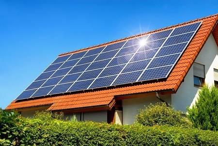 Khung Pin mặt trời trên mái nhà